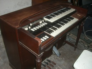 Hammond M3 Organ Side
